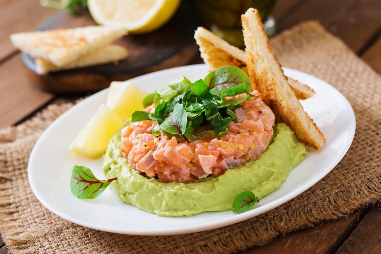 tartar de salmón y aguacate